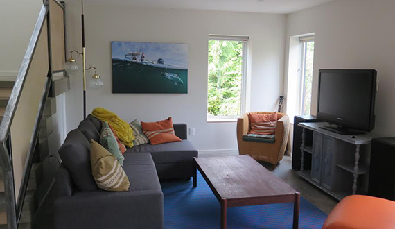 Tofino Accommodation – The Anglers Inn. Den living space.